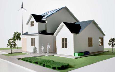 Casa green con impianto eolico e fotovoltaico