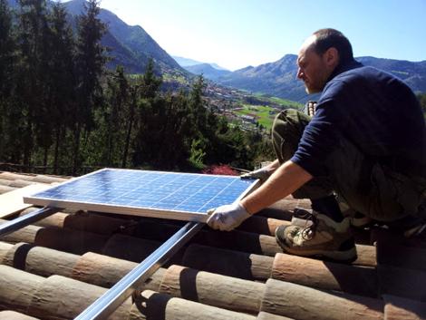 Installazione pannello fotovoltaico su tetto