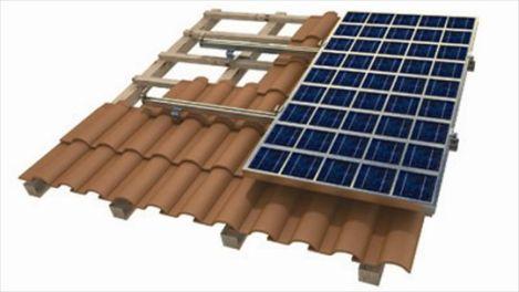 Montaggio su tetto di pannello fotovoltaico