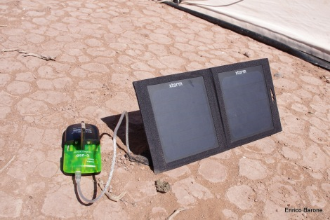 Caricabatterie a energia solare per macchina fotografica