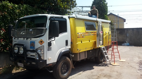 Installazione pannelli flessibili su camion